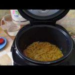 Домашние видео рецепты — макароны с колбасой в мультиварке