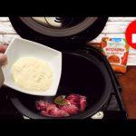 Складываем куриное филе и специи в мультиварку! По этому рецепту курица получается очень сочная!